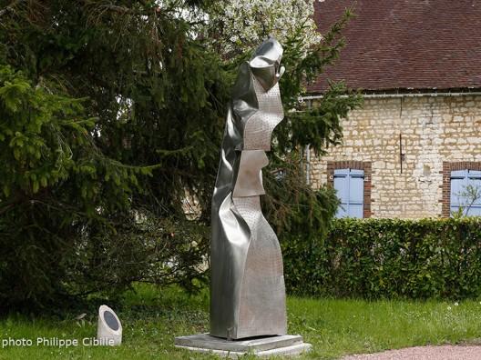 Alain Vuillemet,Le Gardien ou le Guetteur. Sculpture métal. Chemin des Arts de Saint Aubin Château Neuf. Photo © Philippe Cibille