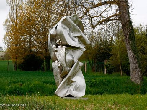 Vapeur, sculpture métal d'Alain Vuillemet. Photo © Philippe Cibille. Chemin des Arts de Saint Aubin Château Neuf